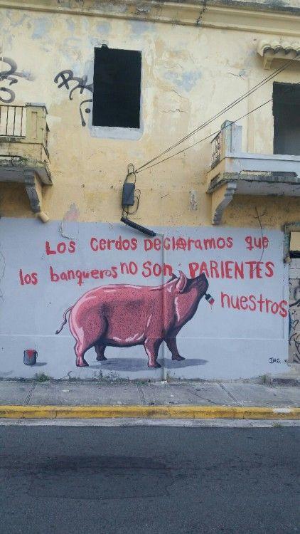 1. ¿Al artista, le gustan los banqueros?  2. La pintura está en Puerto Rico. ¿Qué pasó entre Puerto Rico y los bancos en 2015?