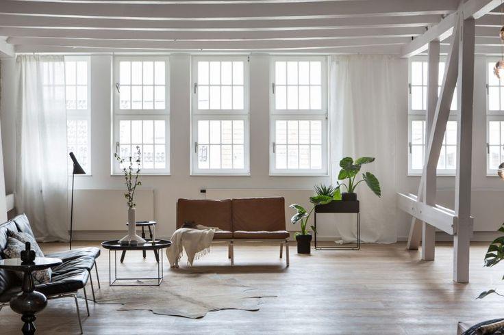 Loft in Berlin 01 850x567 Santiago Brotons Design a Clean and Stylish Loft Apartment in Berlin