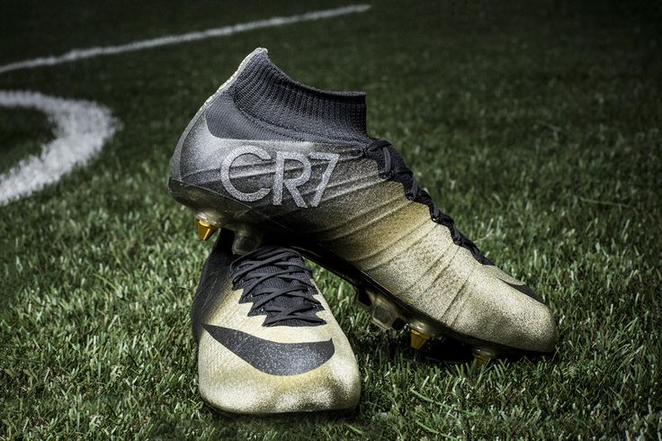 In celebration ofCristiano Ronaldo's Ballon d'Or three-peat, Nike has created a one-of-a-kind boot to mark this monumental achievement. Ronaldo's signature Mercurial CR7 receives a special golddesig...
