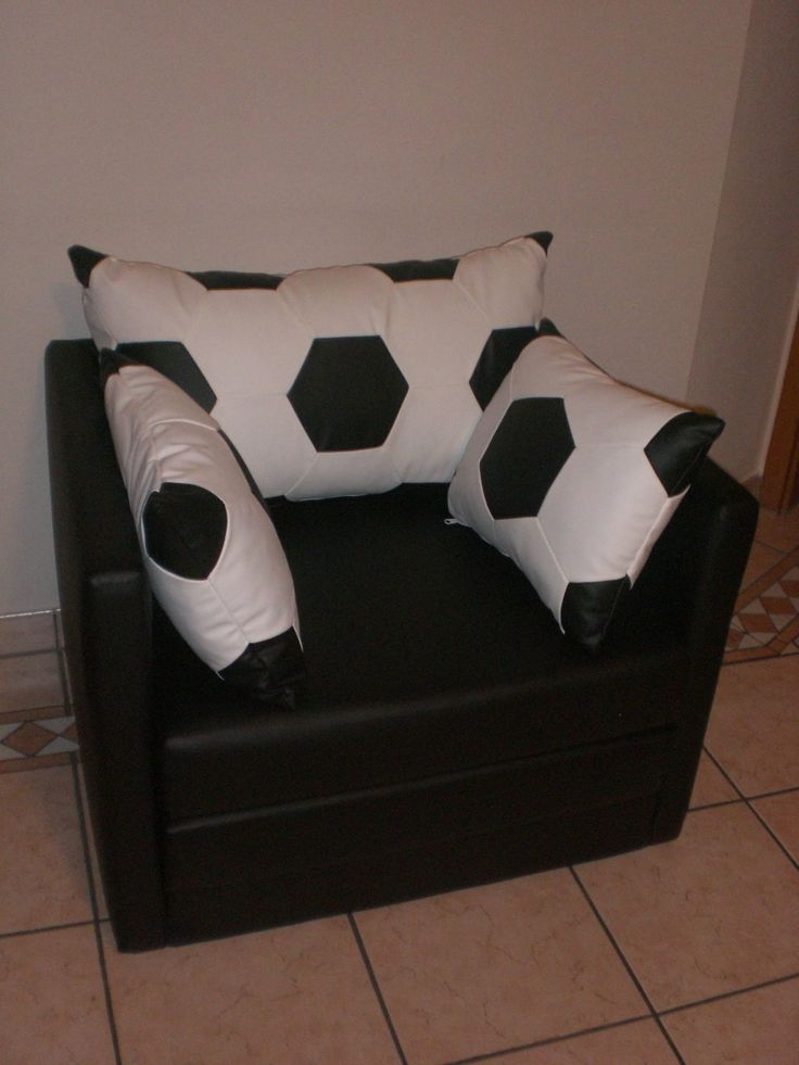 30 best images about lars fussballzimmer on pinterest. Black Bedroom Furniture Sets. Home Design Ideas