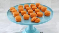 Små franske fristelser - nem grundopskrift på macarons hvor resultatet ikke skuffer! I denne opskrift skal sukkeret ikke koges. online opskriftsamling