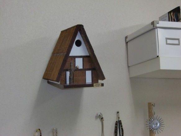 和風テーストのシジュウカラ用のバードハウスです。 鳥にとっても、人にとっても楽しめるバードハウスをお庭にお部屋にいかがでしょうか。 このバードハウスで実際に...|ハンドメイド、手作り、手仕事品の通販・販売・購入ならCreema。