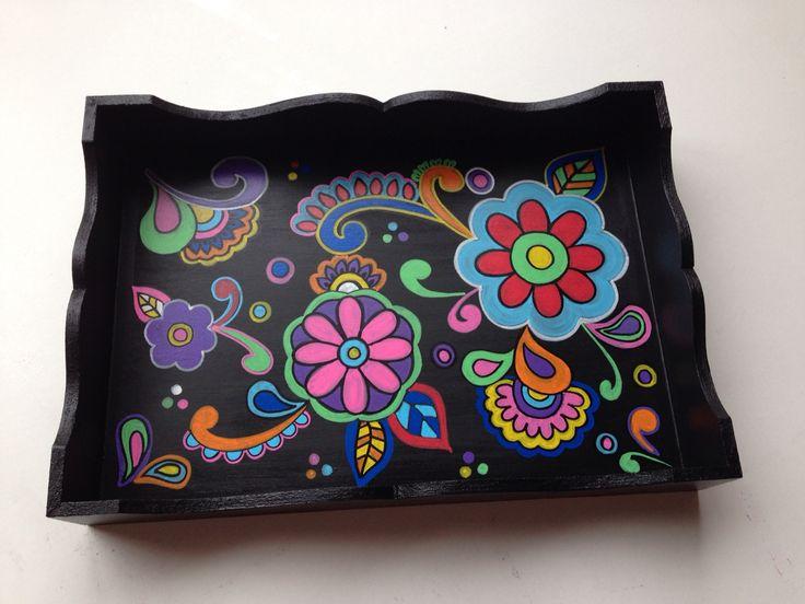 Arte com POSCA - bandeja pintada à mão.
