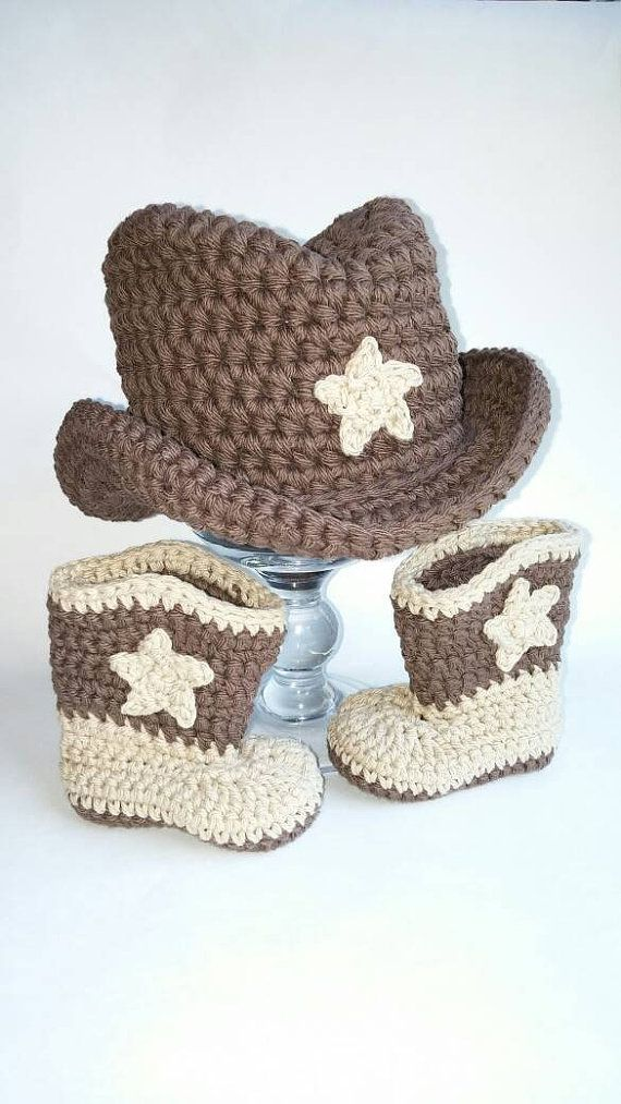 Bebé botas vaqueras y sombrero marrón por Crochet4Chocolate en Etsy