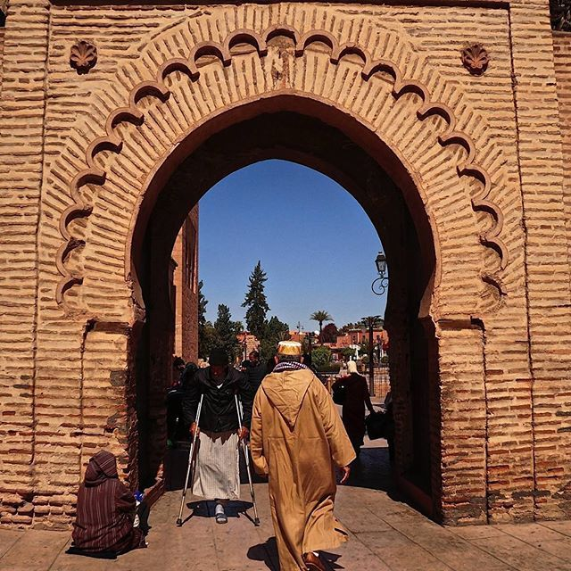 Going for a Friday prayer (c) #chekaharmenphotos 2016 Marrakesh, Morocco.  It was Friday when we finally got the chance to explore #Marrakesh at noon. There are so many interesting sights around the #Koutubia at that time of the day. #travel #Morocco