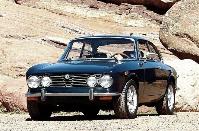 Alfa Romeo 2000 GT Veloce. Designed by Giorgetto Giugiaro for Bertone.
