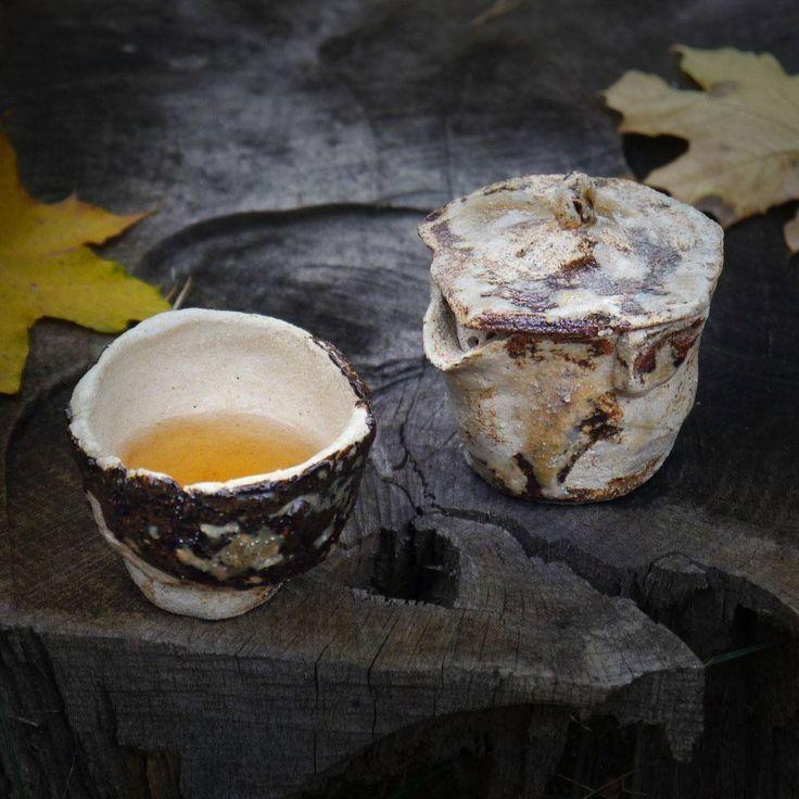 Teacup and teapot by Airbgr #teaceremony #teatox #chawan #clay #glaze #pottery #picoftheday #artoftheday #ceramic #artist #studiopotter #studiopottery #artoftheday #fineartceramics #handmade #handmadeceramics #homedecor #homewares #tea #swedishceramics #wabisabi #keramik #poterie #ceramique #ceramica #teabowl #instapottery #colorful #керамика #пуэр