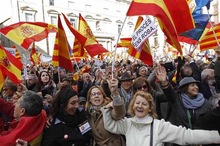 MILES PROTESTAN EN BARCELONA CONTRA LA INDEPENDENCIA DE CATALUÑA