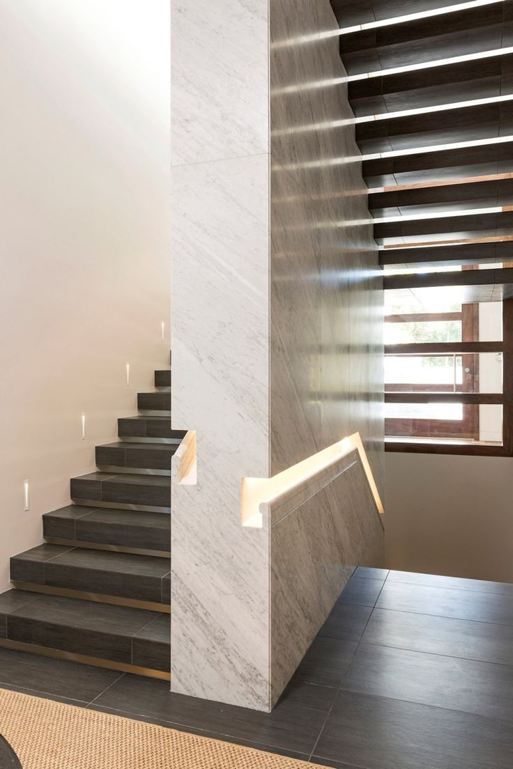 Beautiful recessed sculptural handrail detail featured in this minimalist stair, by Quinn Architects, Photo by Berlyn Photography and Tim Street-Porter» CONTEMPORIST