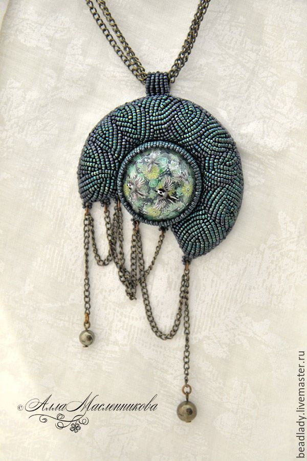 I love the pattern of the monotone seed beads.