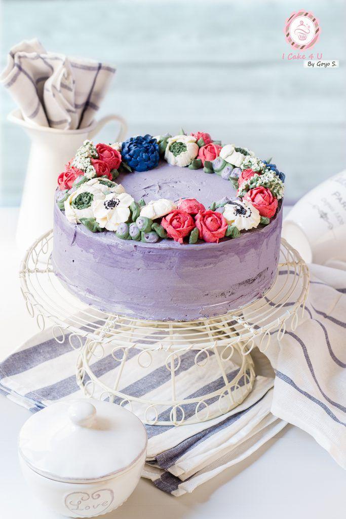 Tarta de Leche Condensada y Crema de Merengue Suizo decorada con Flores Coreanas