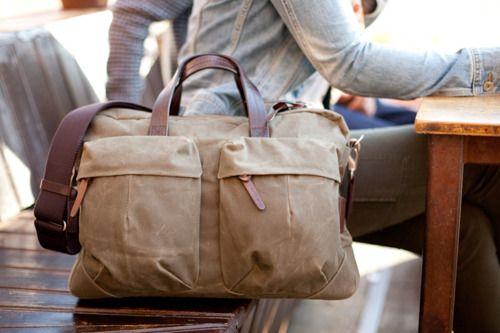 Viaggiare con il solo bagaglio a mano è un'arte: da coltivare. Rende l'animo leggero. (un pensiero di Sabrine, FRAGOLE A MERENDA)