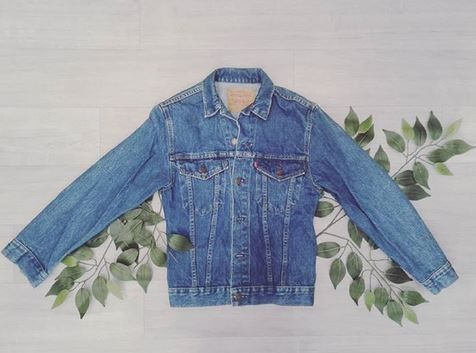 Let us know how much you love Levi! This lovely denim jacket won't be around forever!  Levi denim jacket-Size M-$35.00 | www.platosclosetcambridge.com