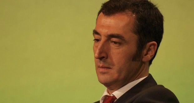 Der Atlantik-Brücke-Anhänger und Parteichef der Grünen, Cem Özdemir, will keine Regierungsbeteiligung der Linkspartei, so lange Sahra Wagenknecht und Oskar Lafontaine dort etwas zu sagen haben.