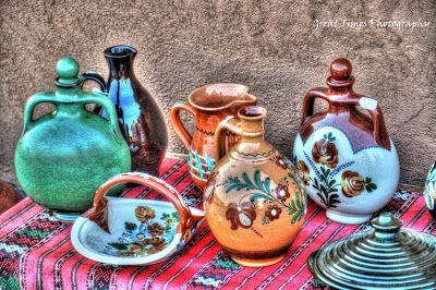 Horezu ceramics is a unique type of Romanian pottery that is traditionally produced by hand around the town of Horezu in northern Oltenia ... http://greattimesphotography.blogspot.ro/2015/07/horezu.html