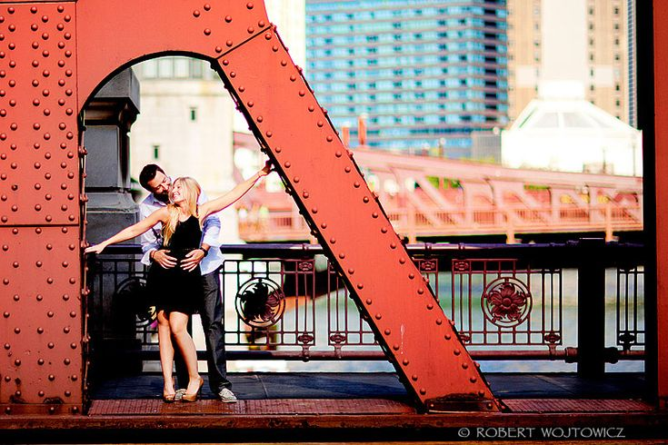 LA SALLE BRIDGE CHICAGO ENGAGEMENT PHOTOS ARTISTIC ENGAGEMENT PHOTOGRAPHY FINE ART ENGAGEMENT SESSION PHOTOS CHICAGO SAN FRANCISCO NEW YORK MIAMI BOSTON ENGAGEMENT SESSION PHOTOGRAPHER