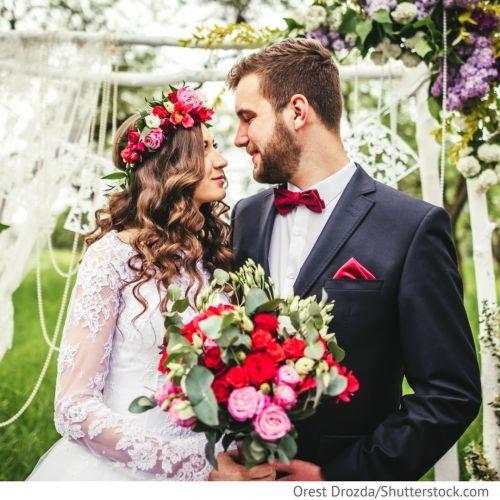 Головные уборы невесты Подвенечная фата, свадебные шляпки или диадема