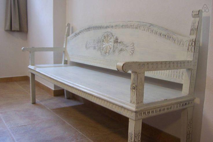 Panca sarda. Sardinian bench. Travelogue Sardinia apt