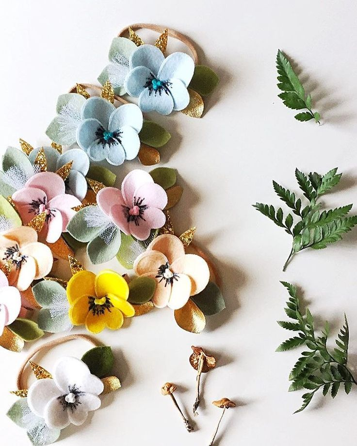 174 отметок «Нравится», 19 комментариев — Robyn • #giddyupkids (@giddyupandgrow) в Instagram: «You guys love our Pansy Flowers! Peach, pink, white, blue, yellow...  Available on a soft nylon…»
