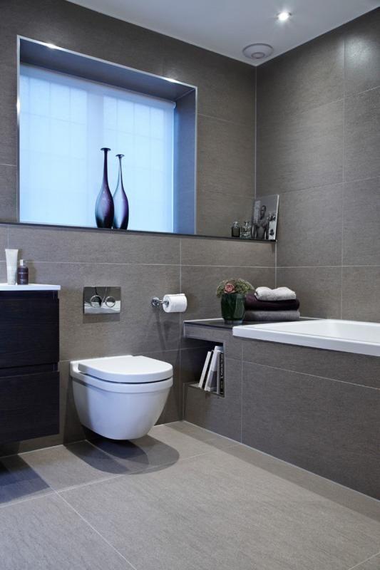 Cinco cuartos de baño en color gris