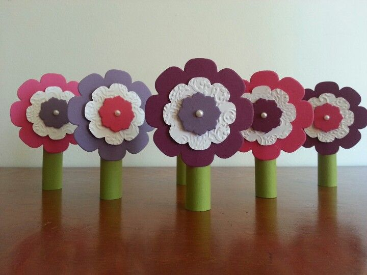 Lip gliss flowers using Stampin Up floral framelits. Roll a strip of green cardstock around the lip gloss, secure with sticky strip and atrach flower to the front. The stem should be tight enough to hold the lip gloss in place but loose enough for it to slide in and out easily.