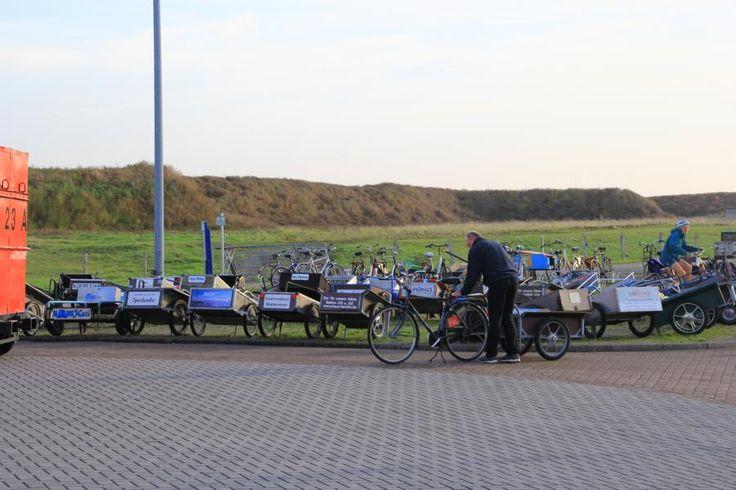 Transport vom Hafen zur Unterkunft mit Handwagen