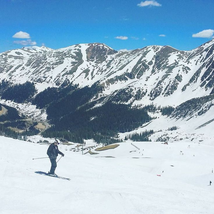 This is NOT a throwback. @arapahoe_basin & skiing in June rocks!  #skiing #laskettelu #mountains #vuoret #kalliovuoret #rockies #rockymountains #colorado #visitcolorado #coloradolive #cometolife #coloradoliving #ski #travel #matka #reissu #epic #neversummer (via Instagram)