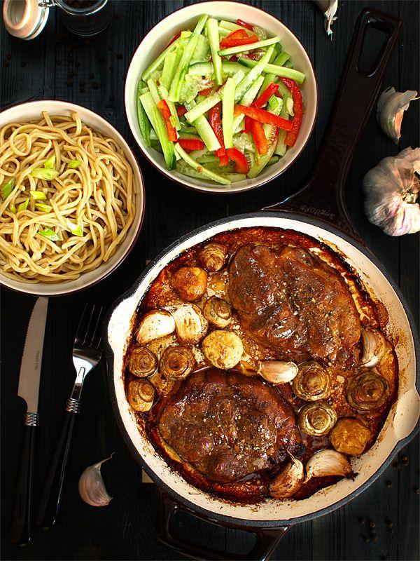 Karkówka+z+sosem+sojowym,+miodem,+pieczarkami+i+czosnkiem:+Przepyszna+:)+Bo+jest+w+niej+wyraźna+słoność+sosu+sojowego,+z+lekka+rozcieńczona...