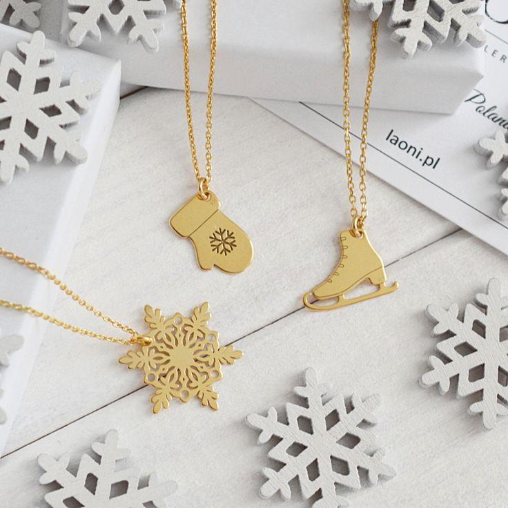 Biżuteria na zimę. Zobacz na Laoni.pl https://laoni.pl/bizuteria-na-jesien-i-zime #zima #prezent #biżuteria #celebrytki #naszyjniki