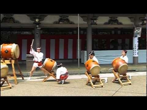 Shiraume-Daiko Performance at Yushima Tenmangu (1)(白梅太鼓 湯島天満宮 例大祭)