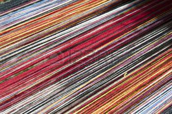 indian artisan: Stretched Alpaka Garn zur Herstellung von Bekleidung vorbereitet.