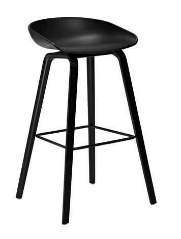 En barstol skal være god å sitte i, og det er denne!Barstolen AAS 32/33 About a stool som er i samme serie som den populære About a chair. Svart sete, svartmalt understell i ask. Lav: 50 x D 43 x H 65/76 Høy: 50 x D 46 x H 75/86 1 stk på lager til omgående levering. Ellers er dette en bestillingsvare med leveringstid på ca 8 uker.