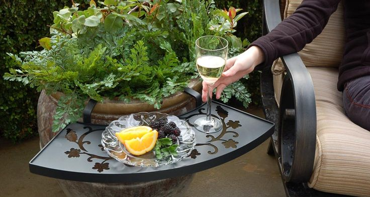 ooh fun!Plants Can, Gardens Ideas, Outdoor Decks Patios, Side Tables, Gardens Can, Flower Pots, Ilovetheledge Com, Gardens Tables, Outdoor Planters