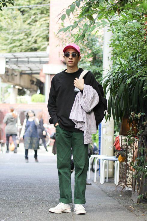 Street Style of Tokyo: PALACE Sweatshirt, Supreme Pants, STUSSY Bag, CONVERSE Shoes   Fashionsnap.com