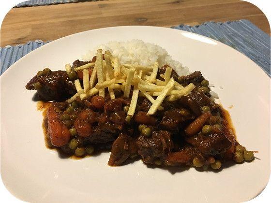 Op dit eetdagboek kookblog : Indisch Stoofvlees - Dit is echt zo lekker: Indisch stoofvlees. Vandaag had ik ook de tijd om het te maken en ik maakte weer genoeg voor een weeshuis. We zijn maar met zijn twe