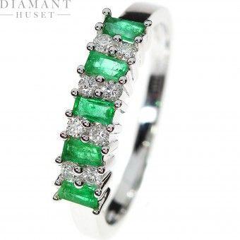 Diamantring med smaragd i hvitt gull