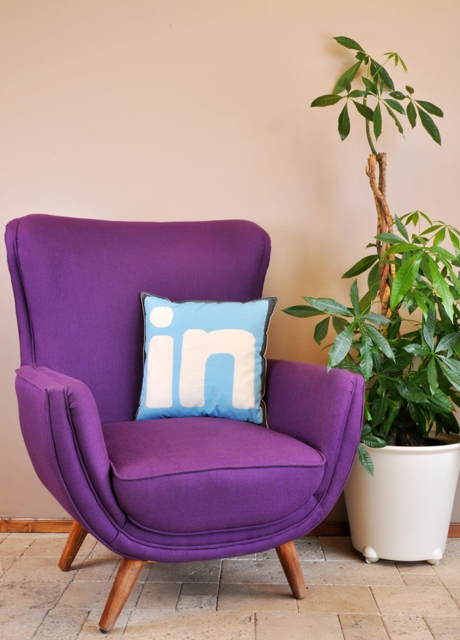 Linkedin Dekoratif yastık Markafoni'de 49,90 TL yerine 19,99 TL! Satın almak için: http://www.markafoni.com/product/3478369/
