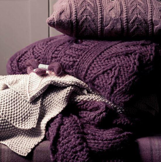 cojines morados de lana