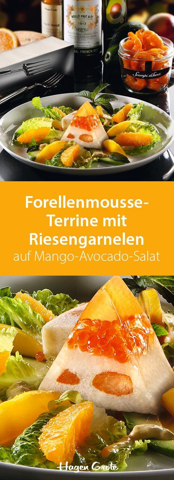 Forellenmousse-Terrine mit Riesengarnelen auf Mango-Avocado-Salat