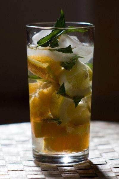 LIMUNADA SA VOĆEM  Sastojci: - bio voće po ukusu 4-5 kom. (jabuka, breskva, kruška,...) ili toliko voća da se dobije otprilike 0,5 dcl soka (maline, jagode, ribizle,...) - 3 kom limuna ili veća limeta - 1/4 kašičice Crysa Nova praha (može i više ili manje - po ukusu) - 1 litra filtrirane vode - nekoliko lista mente https://www.facebook.com/173662406064869/photos/a.621481727949599.1073741831.173662406064869/617617285002710/?type=3&theater