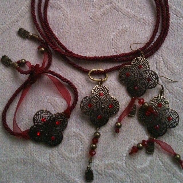 """Conjunto Pendientes+Pulsera+Colgante/Collar//Set Earrings+Bracelet+Pendant/Necklace """"Granada"""". #pendientes #earrings #pulseras #bracelets #colgantes #collares #pendants #necklaces #rojo #red..."""