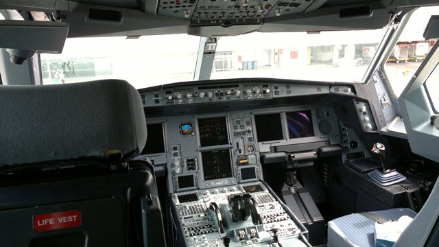 Turkish Airlines A330-300 cockpit