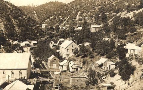 Postcard Walhalla township, Victoria, 1905-1920 Museum Victoria, Australia