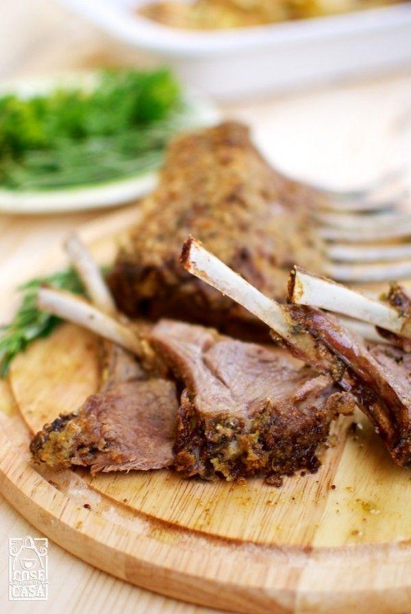 Un gustosissimo modo di preparare il carré d'agnello: l'arrosto perfetto.  http://cosefatteincasa.it/2014/07/28/carre-di-agnello-arrosto/