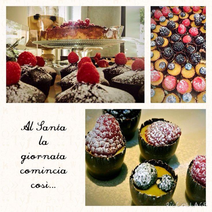 Al Santa la giornata comincia così: bicchierini al cioccolato ripieni di crema e frutti di bosco e dolci e torte home made.