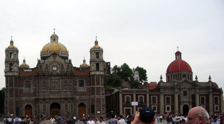 les 1ere et 2ème basiliques de ND de Guadalupe près de Mexico. le 3ème, plus moderne est située à gauche.(hors photo)