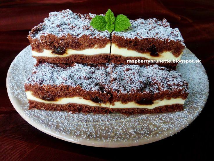 Jemný, veľmi krehký a vláčny koláč, ktorý sa rozplýva na jazyku. Trojkombináciou chuti perníkového korenia, tvarohu a slivkového l...