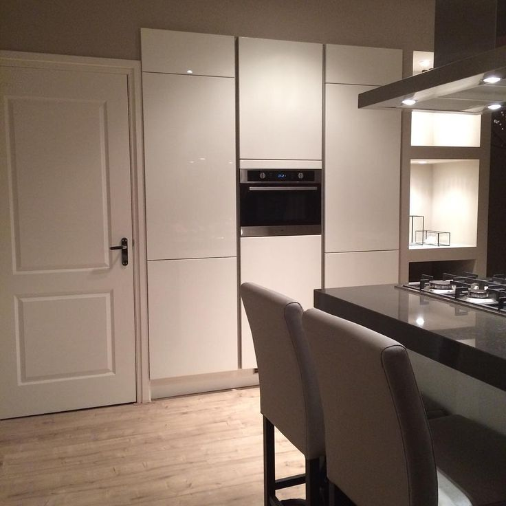 Project Rotterdam #cindyphilips #interiorstyling #instahome #instaliving #luxuryinterior #luxuryliving #interiordesign #meubelsopmaat #kitchen #barkrukken