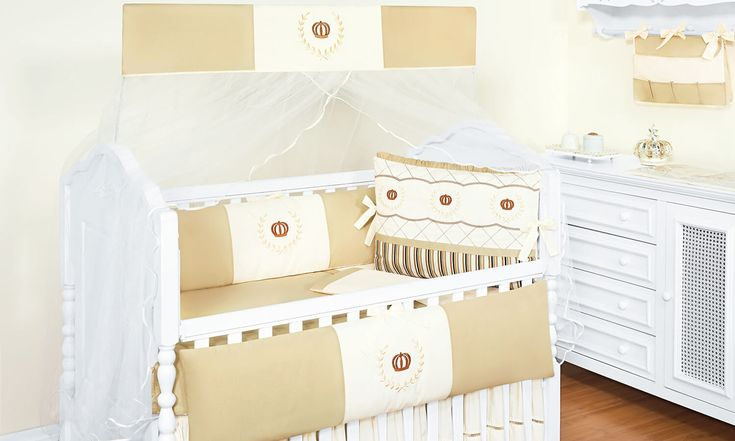 O Kit Berço Coroa Caqui Listrado é cheio de mimos para o quarto de bebê neutro! Com esse enxoval elegante de coroas, seu bebê vai dormir como realeza!