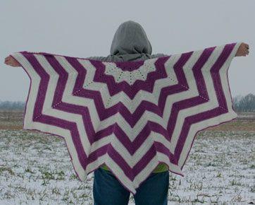 En af de aktive brugere af Facebook-fællesskabet, Jeg elsker at strikke, nemlig Ingrid Kjestine Nissen, har lavet opskriften på dette skønne, hæklede sjal